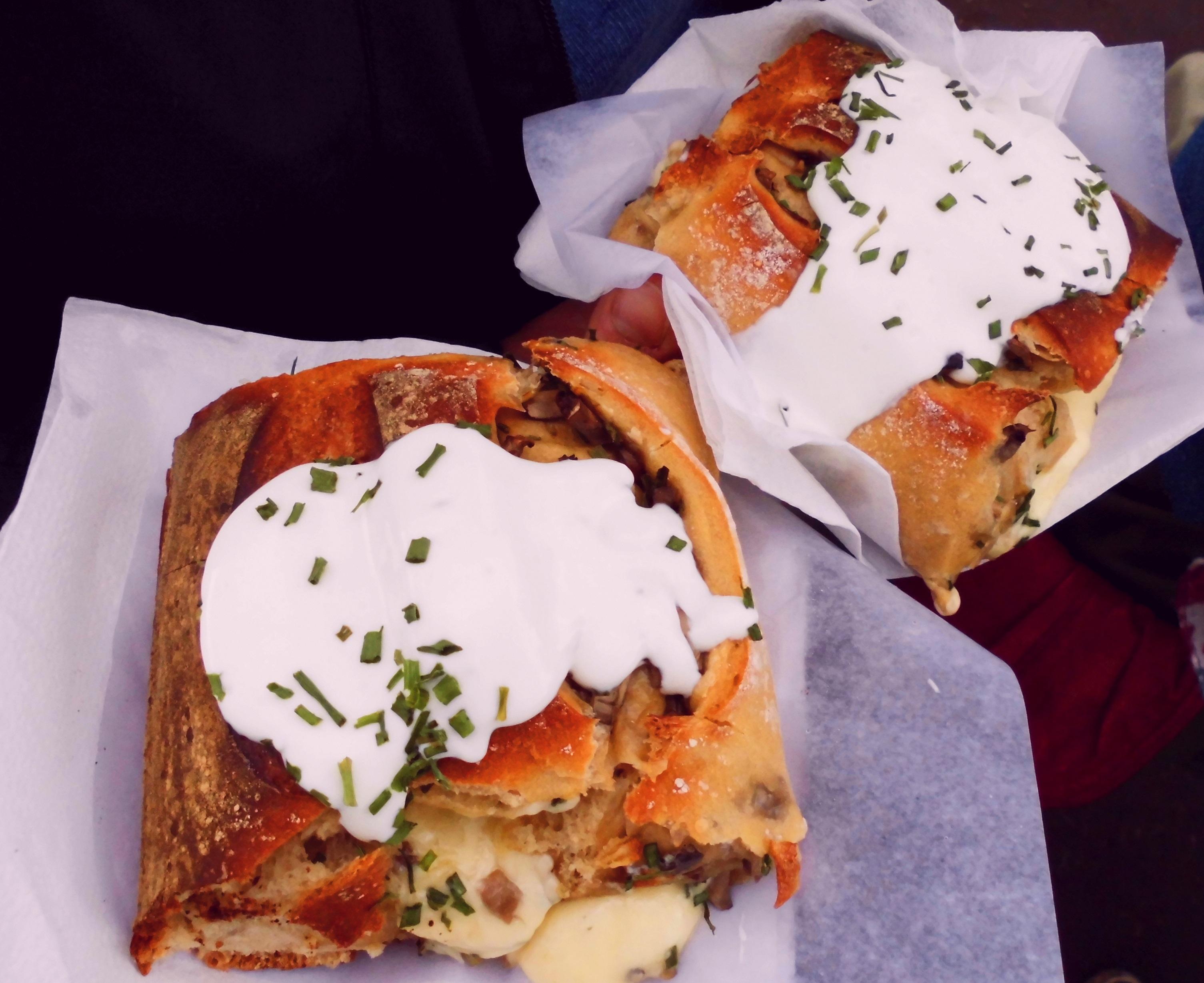Lecker!! Brotzeit mit Käse und Pilzen