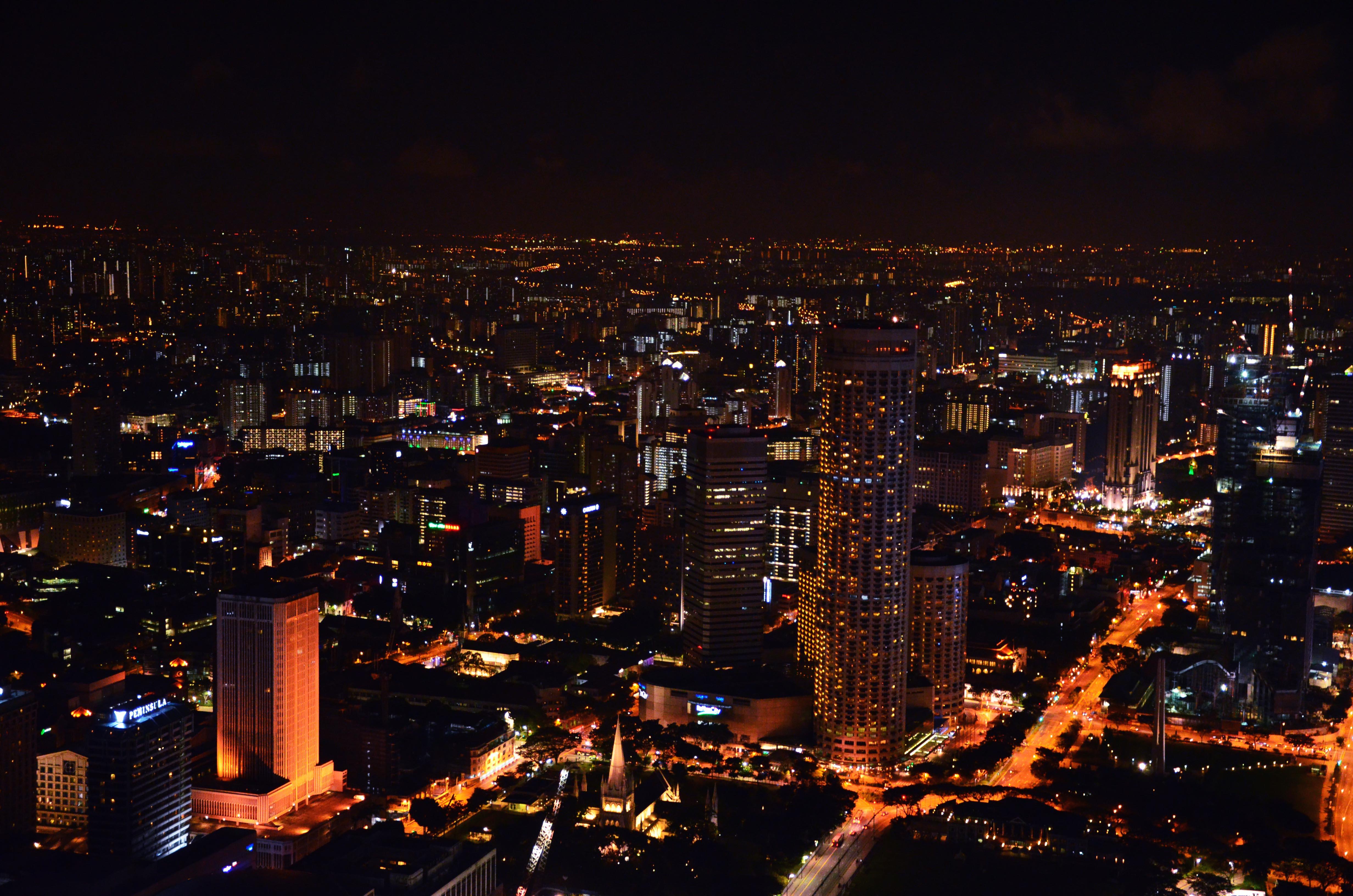 Singapur von oben - aufgenommen von der höchsten Rooftopbar der Stadt 1 Alttitude