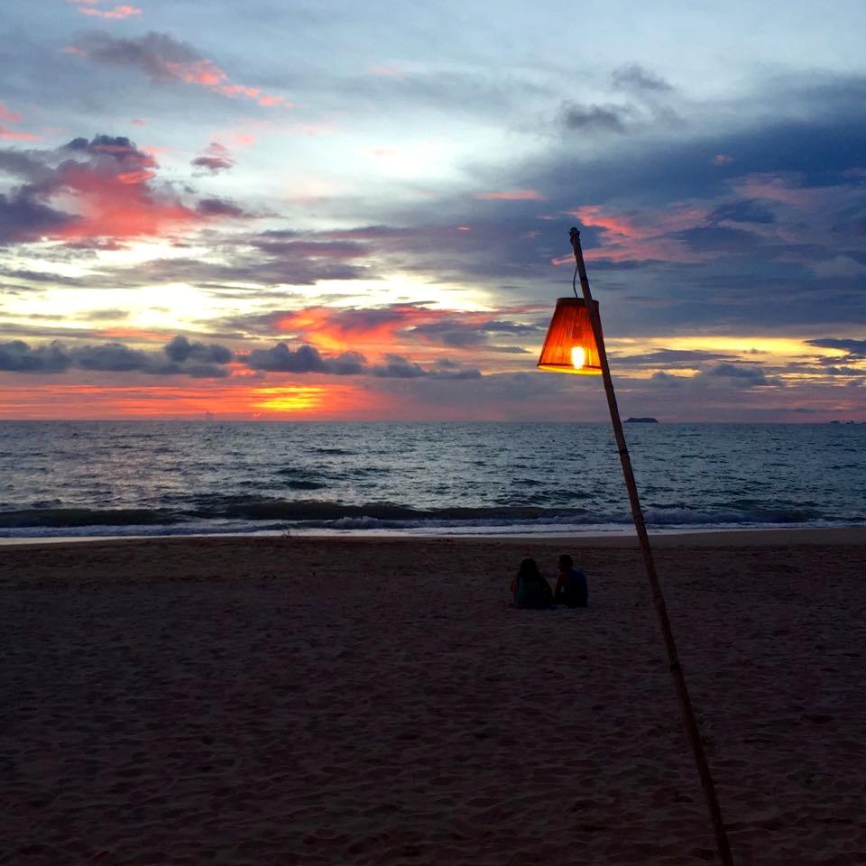 Malerischer Sonnenuntergang auf der Inseln Koh Lanta
