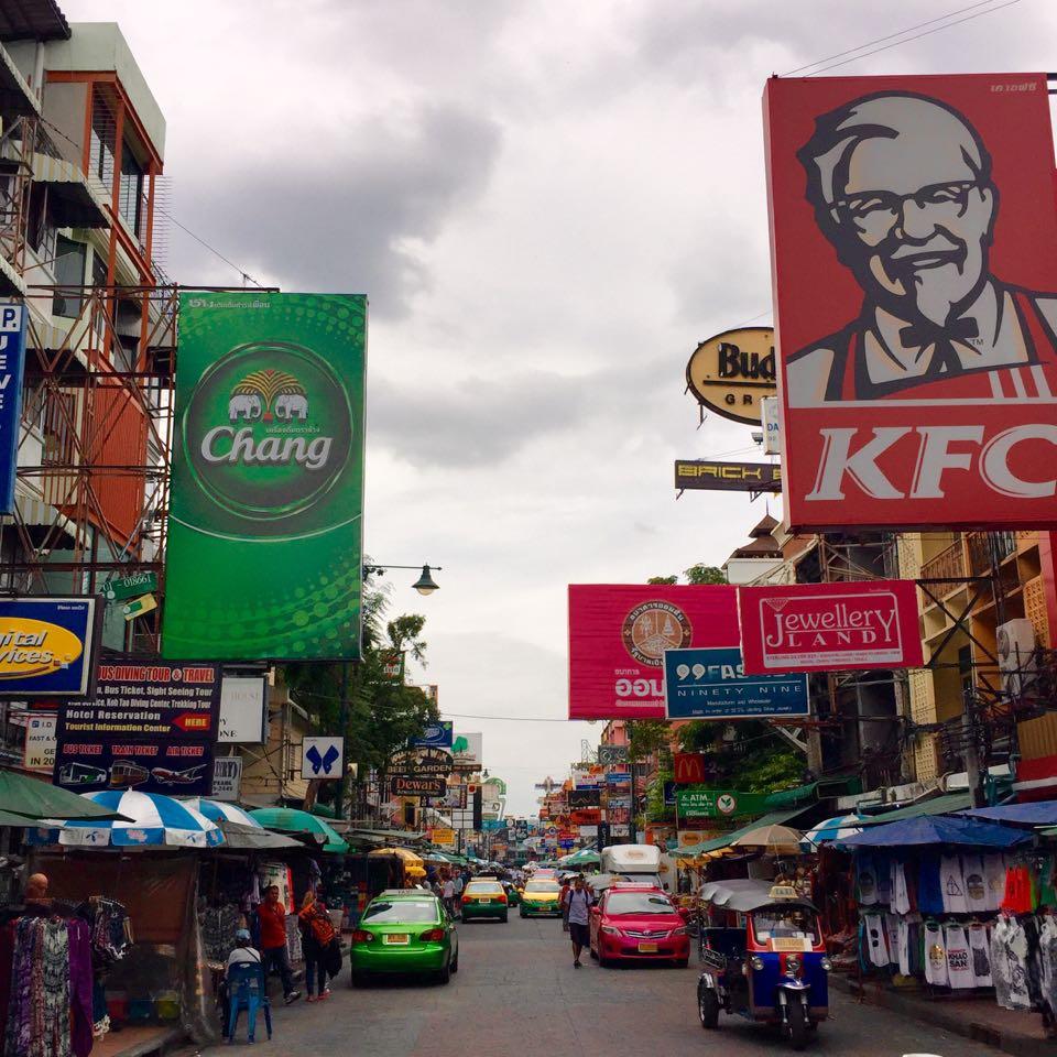 Die bunten Straßen von Bangkok, hier die sehr touristische Khaosan Road