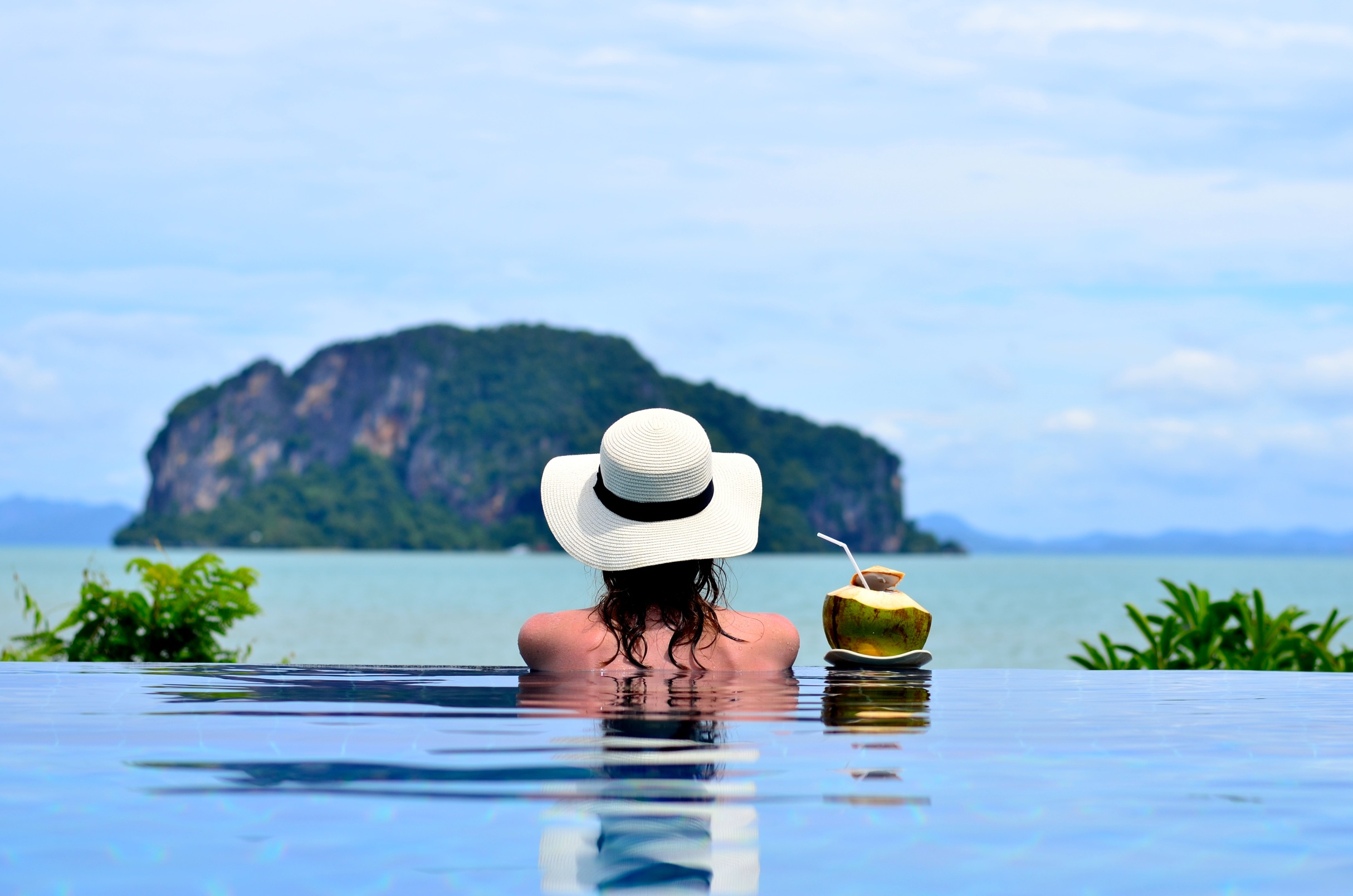 Frische Kokosnuss und atemberaubende Aussicht auf der Insel Koh Yao Yai. Kleiner Hoteltipp: Koh Yao Yai Village