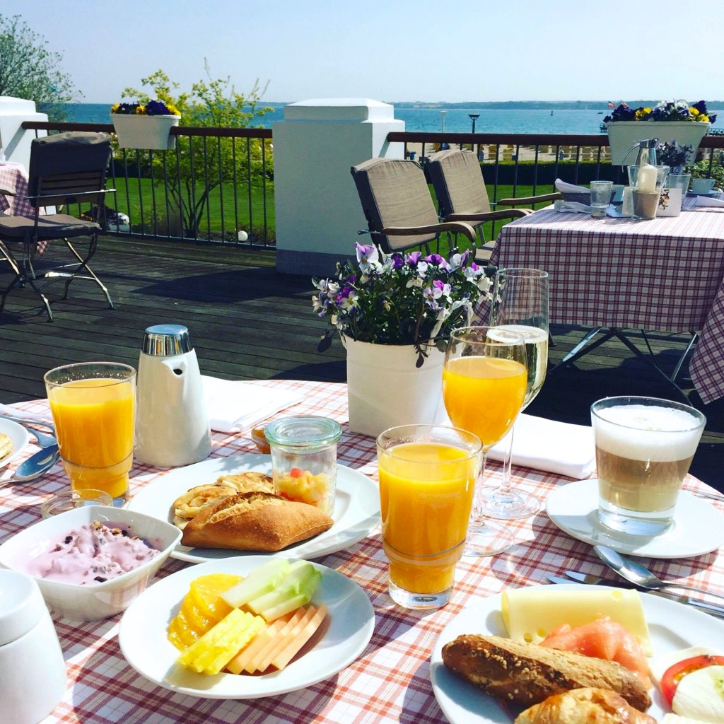 Frühstück mit Meerblick - Urlaubsfeeling pur